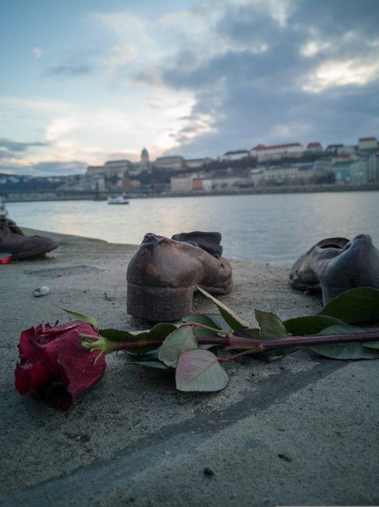scarpette-sul-Danubio