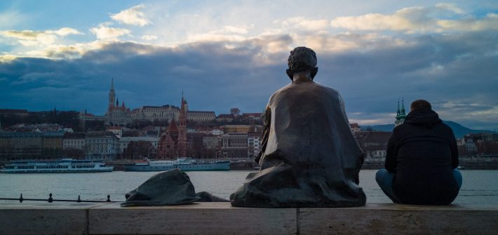 Sitting-Statue