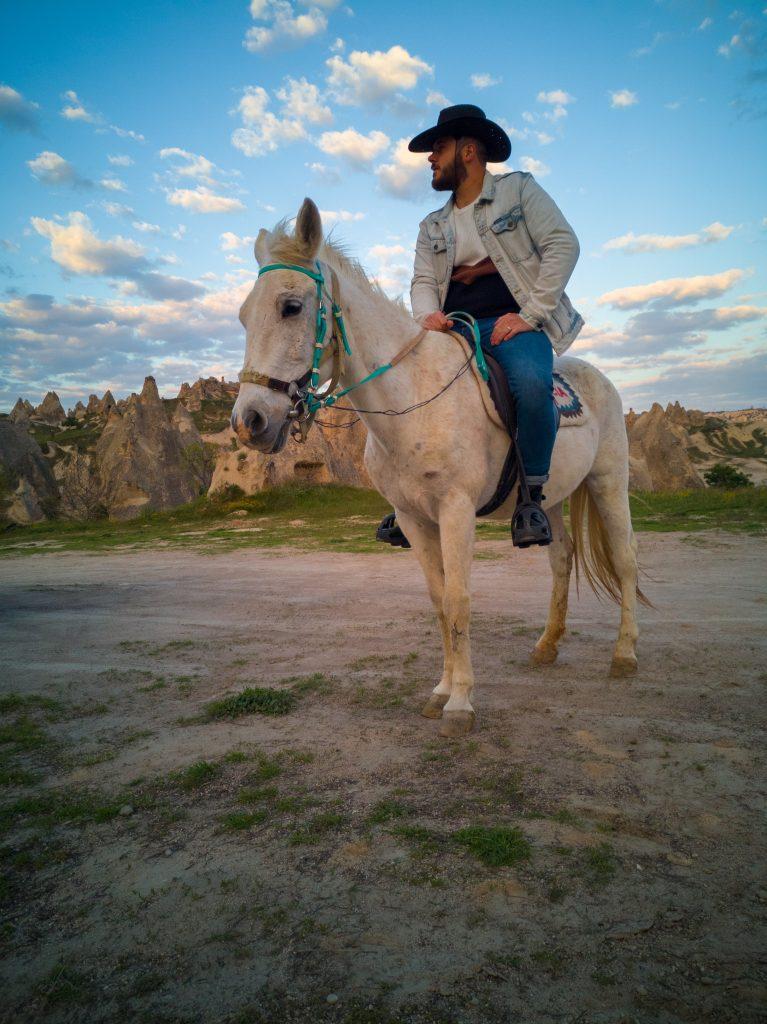 Andrea-fa-il-cowboy-in-Cappadocia