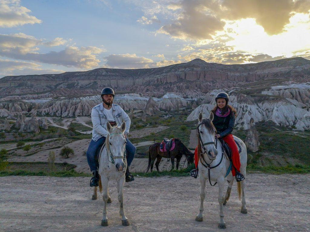 Passeggiata-a-cavallo-Cappadocia-Red-valley