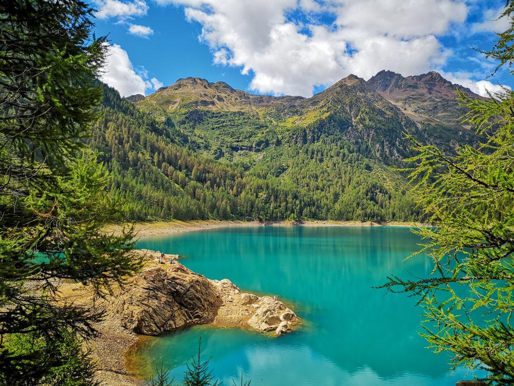 Lago-Pian-Palù-in-estate