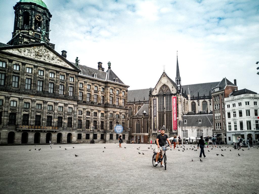 Amsterdam-on-the-road-in-bicicletta-nei-Paesi-Bassi