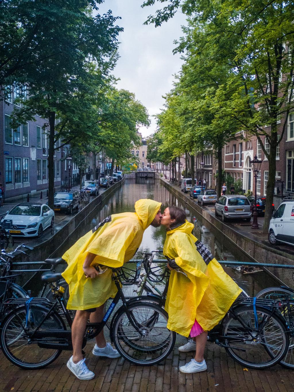 Amsterdam-pioggia-Organizzare-un-viaggio-nei-Paesi-Bassi