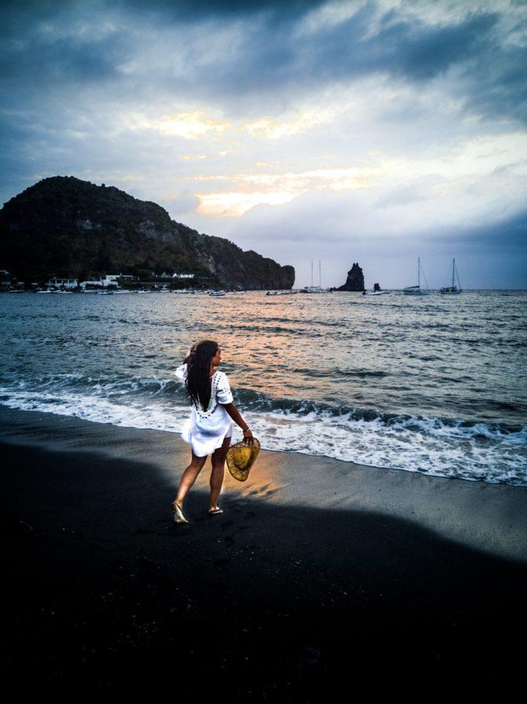 Vulcano-spiaggia-delle-sabbie-nere-Isole-Eolie