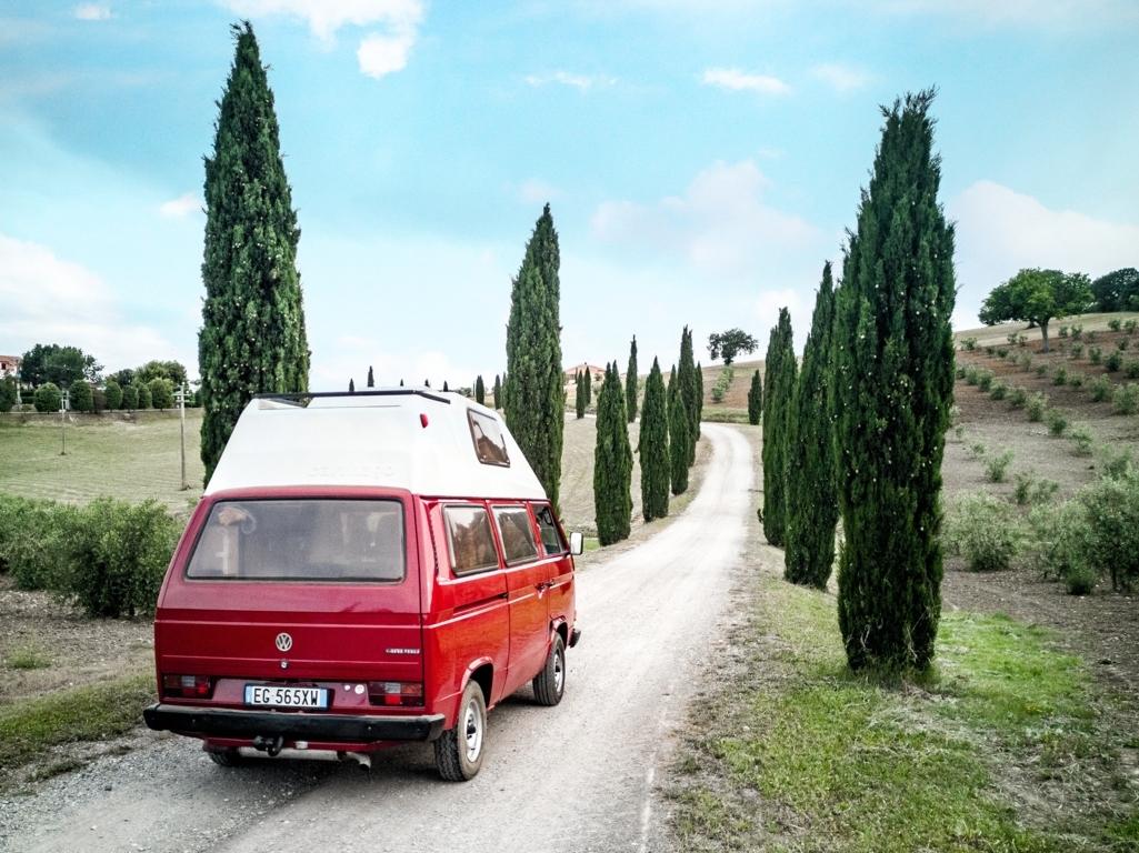 Nina-e-i-cipressi-Maremma-on-the-road